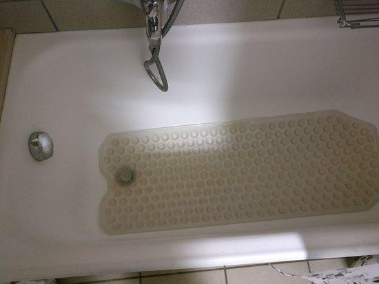 BEST WESTERN La Baia Palace: Trovo decisamente poco igenico il tappetino antiscivolo nella vasca da bagno.