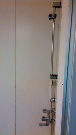 Vantaa, Finlandia: Shower (no place for your own bottles)