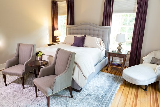 Goshen, estado de Nueva York: The Margo Room (#1). Features a king bed, fireplace and full bath with shower and fully restored