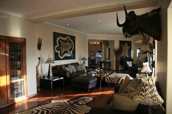 das wohnzimmer - picture of ikhaya safari lodge, constantia, Wohnzimmer ideen