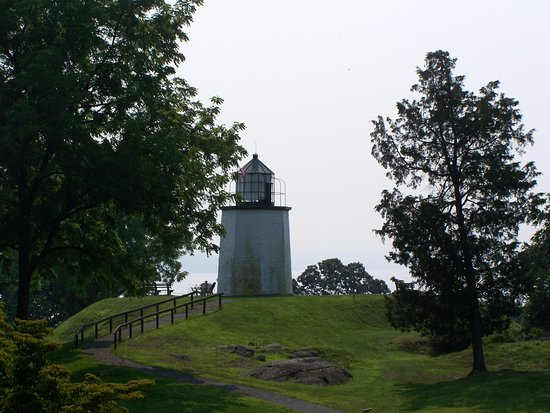 The Stony Point Battlefield Lighthouse: Stony Point Lighthouse