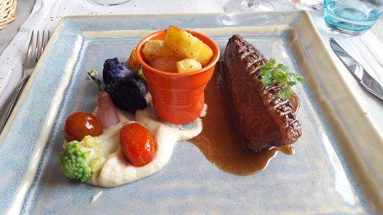 Hotel & Restaurant Belle Vue : Le Magret de Canard au Pommeau de Menez-Brug