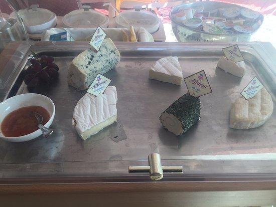 Hotel Schloss Monchstein: Ricos quesos