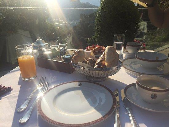 Hotel Schloss Monchstein: Agradable, rico y tranquilo desayuno