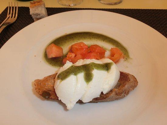 Trebes, Prancis: Petite tartine tomate mozzarella et son coulis pesto