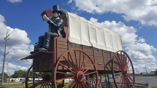 Lincoln, IL: Railsplitter Covered Wagon