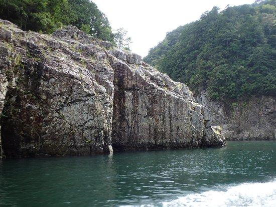 Kinki, Giappone: 岩の名前は不詳だが・・・素晴らしい景観です