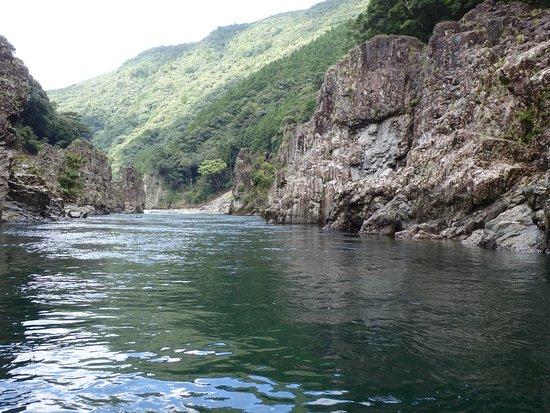 Kinki, Giappone: 絵葉書にもなりそうな素晴らしい岩と川面