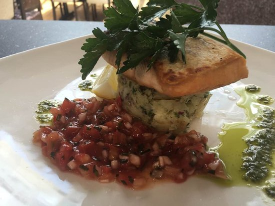 Bromley, UK: salmon steak servet with crush potatoes and tomato salsa