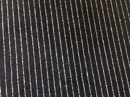 Hôtel Barrière Le Majestic Cannes: Dirty carpet