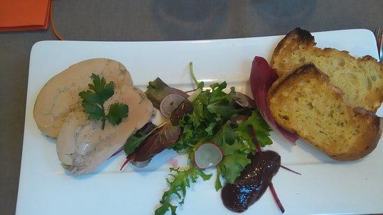 Pont-l'Abbe, Франция: Assiette de foie gras mesclum et confiture de figues