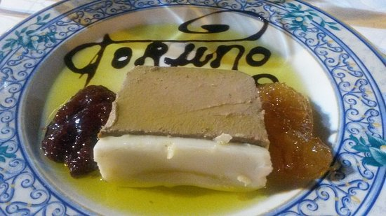 Almonte, Espanha: Presentación del paté de perdiz, acompañado de dos mermeladas.