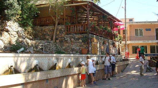 Spili, Grecja: fontana dei leoni