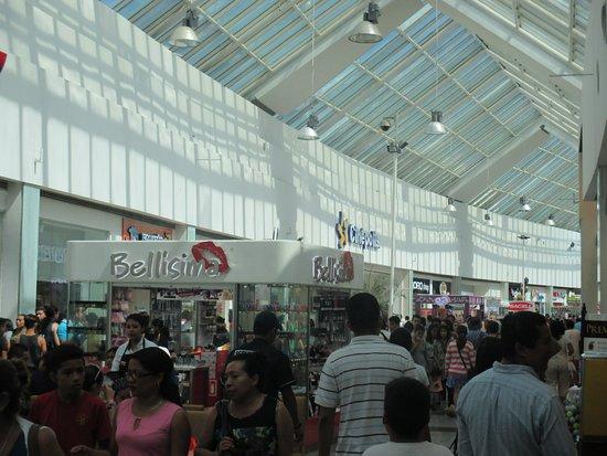 Plaza Las Americas: Shopping