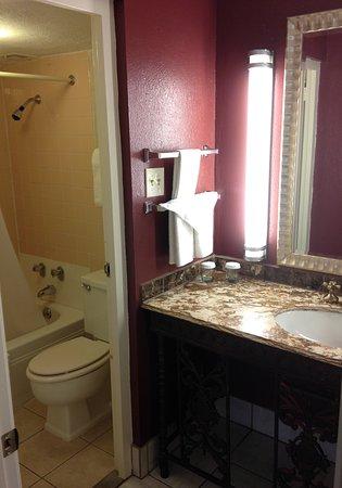 Bloomington, IN: Double Queen bathrooms with marble vanities