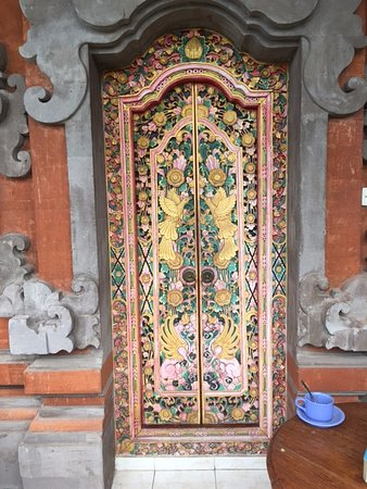 Kori Bali Inn: Door into second-floor room