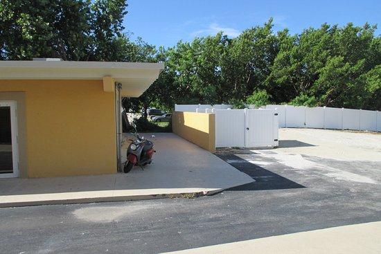 Hampton Inn Key Largo: The 'garden view' from room 148