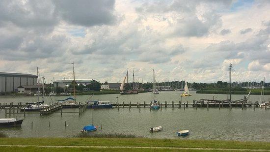 Makkum, Ολλανδία: Harbour view at Achterdijkje -