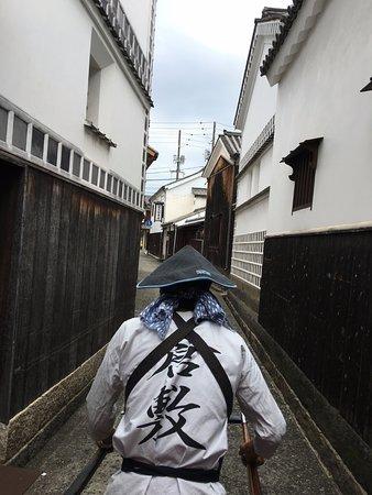 Kurashiki, Japan: 「ひやさい」と呼ばれる入り組んだ細い路地も進みます。
