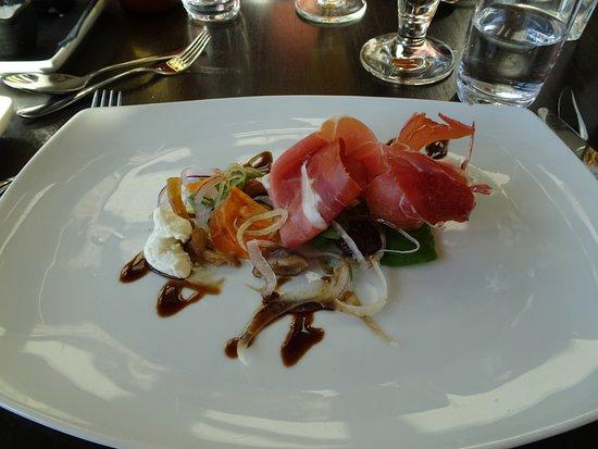 Borgholm, Schweden: Lufttorkad spansk jamón skinka, plocksallad, syltad svamp, prästostcréme
