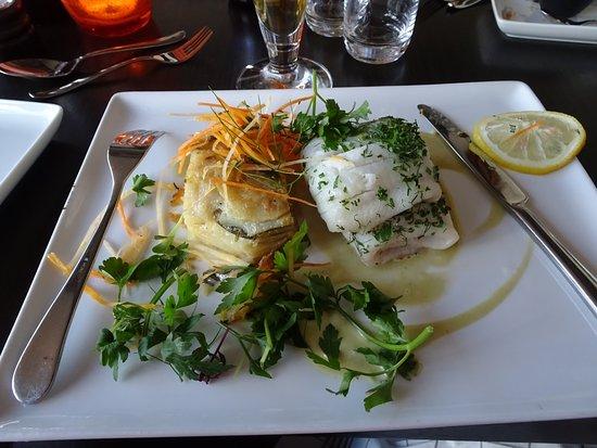 Borgholm, Schweden: Örtbakad rödtunga, potatiskaka smaksatt med spenat, lök, lagrad ost och örter