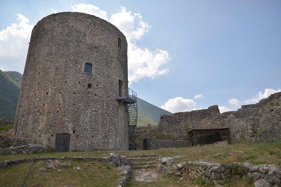 Montella, Italy: maschio circolare