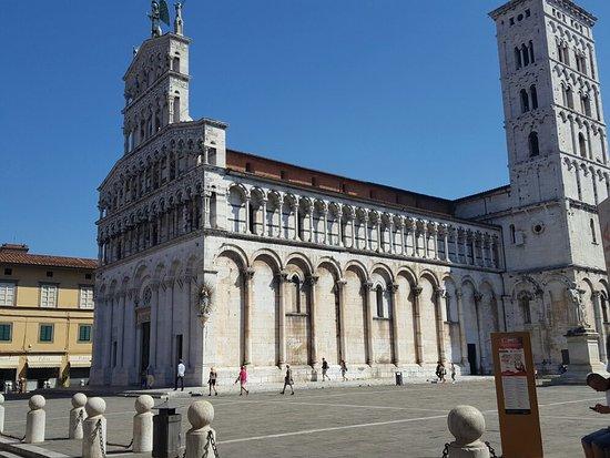 Lucca Tours : Eine malerische Stadt