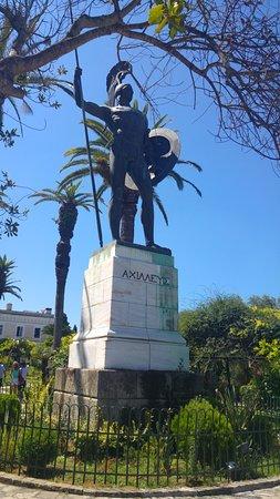 Gastouri, Grækenland: Statue outside