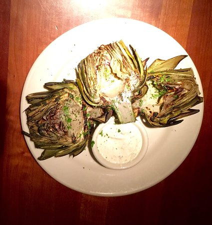 Los Altos, Καλιφόρνια: Nicely done grilled artichoke hearts