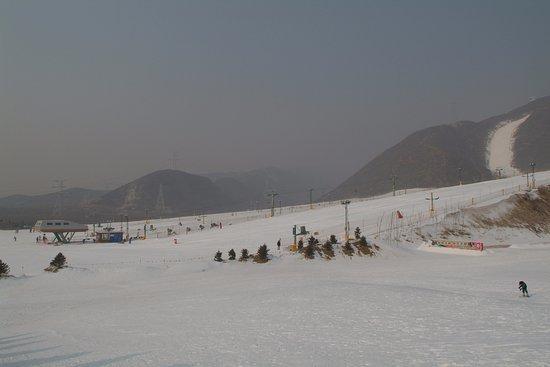 Jundushan Ski: 位于昌平著名的小湯山溫泉風景度假區,