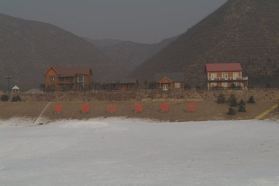 Jundushan Ski: 北京軍都山滑雪場