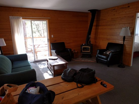 Gabriola Island, Canada: Living room with wood stove