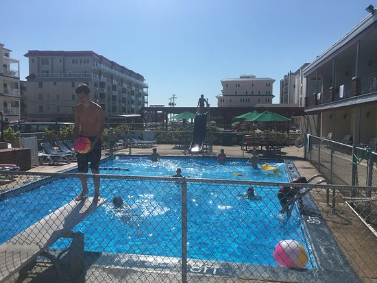 Sea Chest Motel: A great pool day!