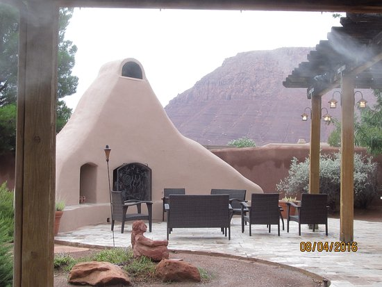Red Mountain Resort: Outside dining area