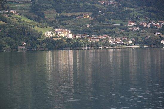 Calceranica al Lago, Włochy: riflessi sul lago