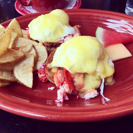 Freeport, ME: Delicious lobster eggs Benedict