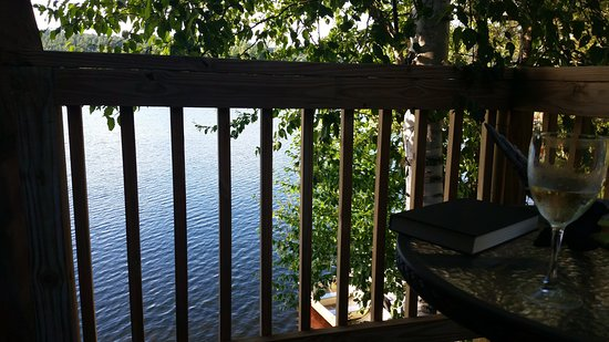 Kiwassa Lake Bed & Breakfast: View from balcony of Eagle room.