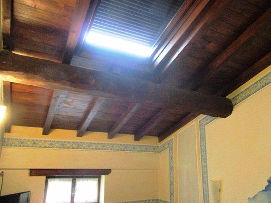 Soffitti In Legno Design : Soffitto in legno con lucernario foto di hotel giulia gonzaga