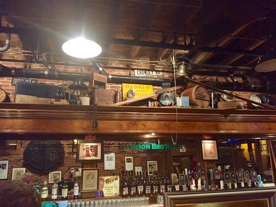 West Glen Falls, نيويورك: Davidson Brothers