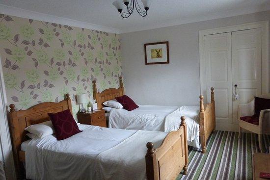 Kirkby Stephen, UK: Twin Room, Top Floor, overlooking High Street