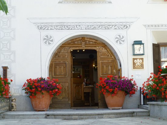 Schlosshotel Chaste : Main entrance