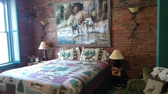 Deadwood Dick's: King sized bed