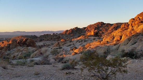 Twentynine Palms, CA: coucher de soleil en bas du trail - juillet 2015