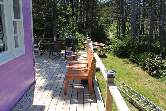 Trinity Cabins: Large outside deck with patio furniture and BBQ