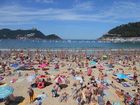 La Concha Beach: Playa de la Concha desde el paseo
