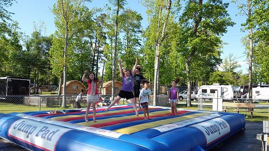 New Bern, Carolina del Norte: Leap for joy on our Jump Pad