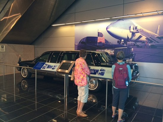 William J. Clinton Presidential Library: The presidential limousine, WJC Library Little Rock