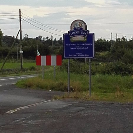 Claremorris, Ιρλανδία: The sign; which needs repositioning