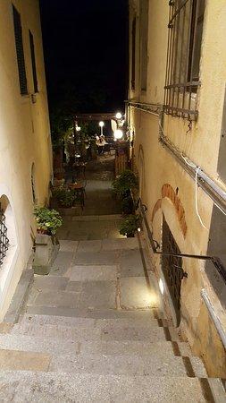 Fauglia, Włochy: Si scendono pochi scalini e si arriva alla location...