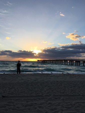 Sunny Isles Beach, FL: Nao so a praia como o pier sao lindos!!